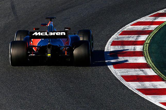 McLaren MCL32 на трассе в Барселоне