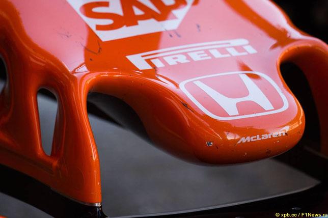 Логотип Honda на носовом обтекателе McLaren