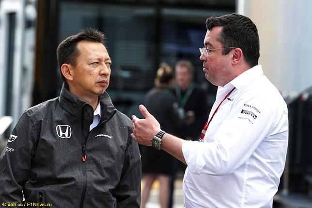 Эрик Булье (справа) и Юсуке Хасэгава, руководитель программы Honda в Формуле 1
