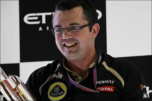 Эрик Булье на подиуме Гран При Абу-Даби