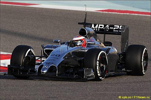 Кевин Магнуссен за рулем MP4-29 на тестах в Бахрейне