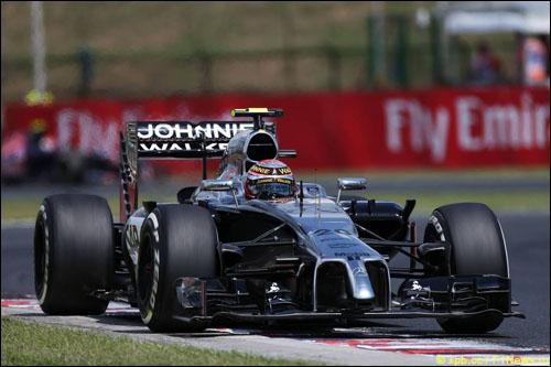 Кевин Магнуссен за рулем McLaren MP4-29