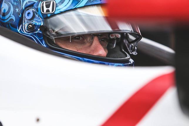 Гонщик IndyCar попал в трагедию наскорости 370 километров вчас