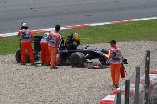 Гран При Испании. Себастьен Буэми покидает разбитую машину