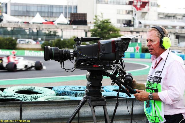 Бывший гонщик Формулы 1 Мартин Брандл в роли телеоператора