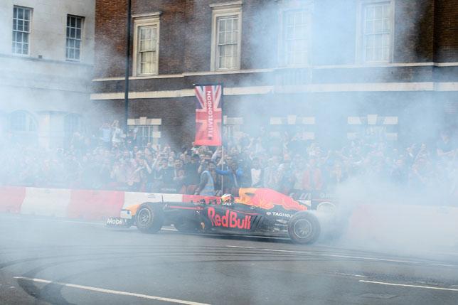 Даниэль Риккардо во время шоу F1 Live в Лондоне, фото пресс-службы Red Bull Racing
