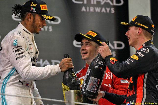 Льюис Хэмилтон, Шарль Леклер и Макс Ферстаппен на подиуме после финиша Гран При Абу-Даби, 2019 год