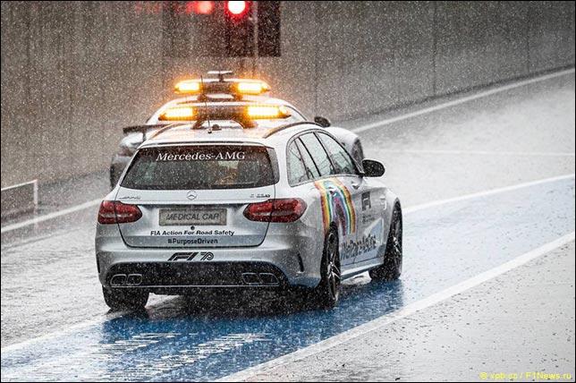 Автомобиль безопасности и медицинская машина