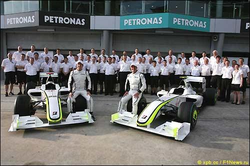 Групповая фотография Brawn GP в Малайзии