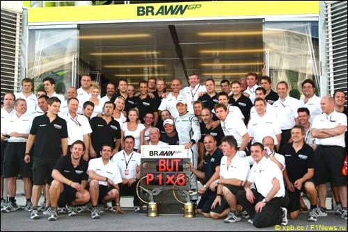 В Brawn GP празднуют победу