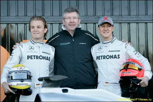 Росс Браун с пилотами Mercedes GP
