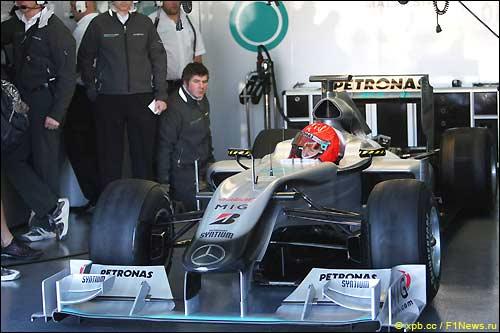 Михаэль Шумахер на тестах в Валенсии