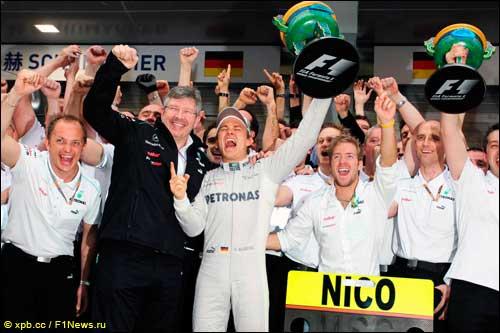 В Mercedes празднуют победу в Китае