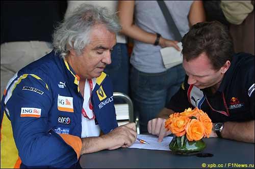 Флавир Бриаторе (слева) и глава Red Bull Racing Кристиан Хорнер