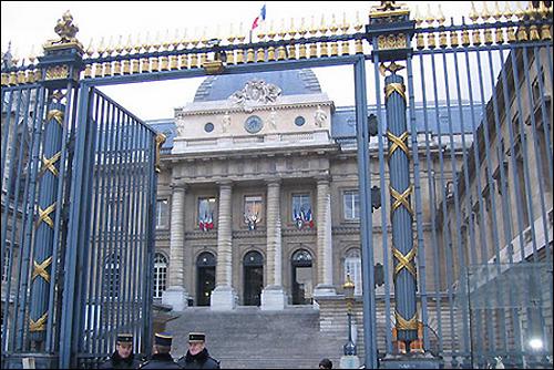 Здание парижского суда