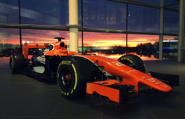 Машина McLaren MCL32