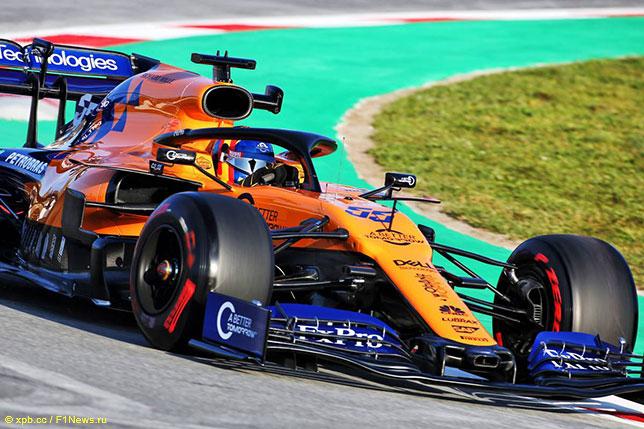 Новая машина McLaren на трассе в Барселоне