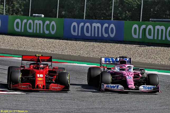 Машины Ferrari и Racing Point на трассе в Шпильберге
