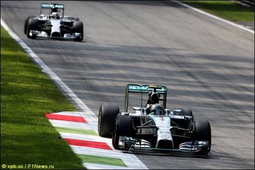 Борьба пилотов Mercedes в Монце