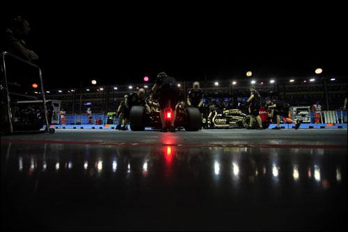 Боксы Lotus Renault GP