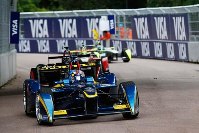 Себастьен Буэми лидирует в субботней гонке Формулы Е в лондонском Баттерси-парке