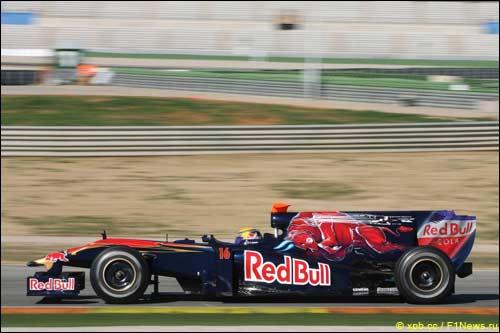 Себастьен Буеми на трассе в Валенсии за рулем STR5