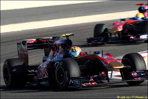 Гонщики Toro Rosso на трассе Гран При Бахрейна
