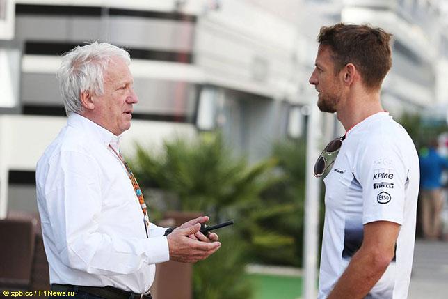 Дженсон Баттон и Чарли Уайтинг, директор гонок FIA