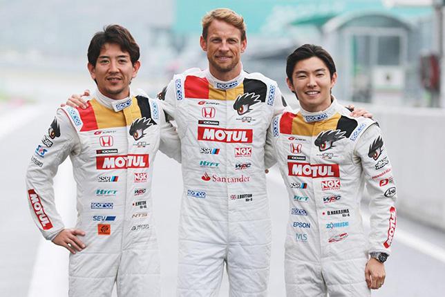 Дженсон Баттон и его напарники по команде Team Mugen, Хидеки Муту и Дайсуке Накаджима