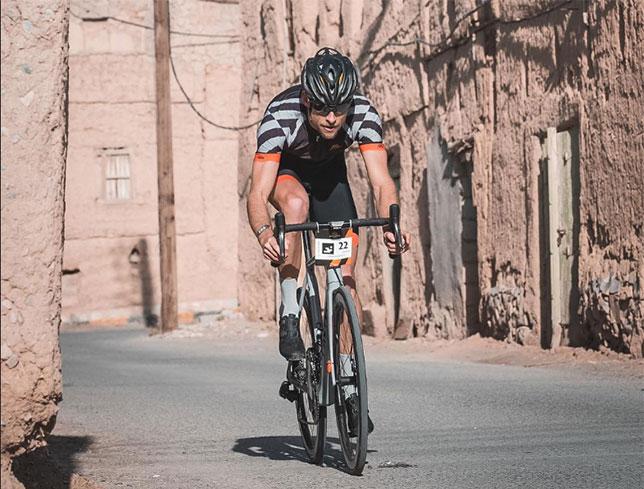 Дженсон Баттон на маршруте велогонки Haute Route Oman