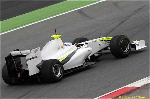 Дженсон Баттон на тестах в Барселоне за рулем BGP 001