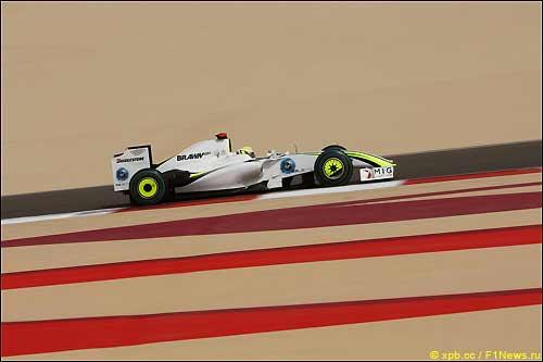 Дженсон Баттон во время квалификации в Бахрейне