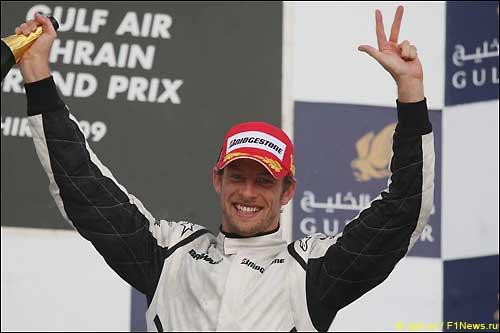 Дженсон Баттон на подиуме Гран При Бахрейна