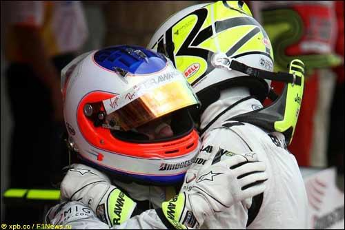 Рубенс Баррикелло (слева) и Дженсон Баттон после финиша Гран При Испании