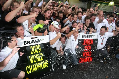 Brawn GP празднует победу!