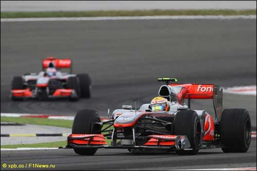 Льюис Хэмилтон опережает Дженсона Баттона на трассе Гран При Турции