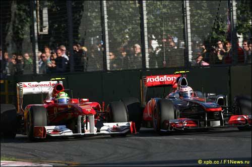 Дженсон Баттон ведёт борьбу с Фелипе Массой на Гран При Австралии