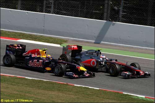Борьба Дженсона Баттона (McLaren) и Марка Уэббера (Red Bull)