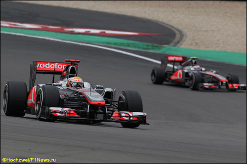 Льюис Хэмилтон и Дженсон Баттон на трассе Гран При Германии