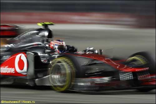 Дженсон Баттон на трассе Гран При Сингапура