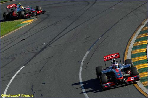 Пилоты McLaren на трассе Гран При Австралии