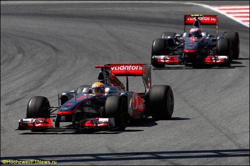 Пилоты McLaren на трассе Гран При Испании 2011 года