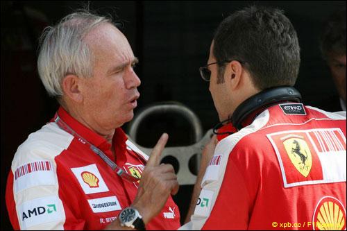 Рори Бёрн (слева) и Стефано Доменикали, Монца, 2009 год