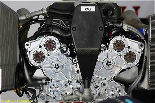 Мотор Cosworth V8 образца 2006-го года