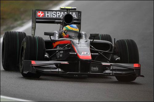 Бруно Сенна за рулем машины HRT F1 на трассе в Хоккенхайме