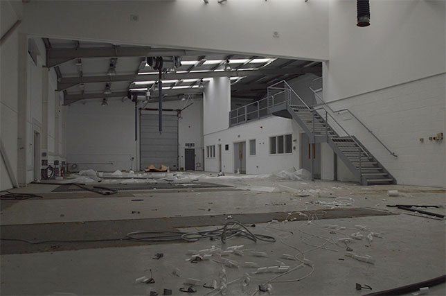 Бывшая база Caterham F1 в руинах, фото Khurbanx