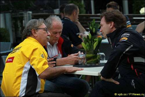 Жан-Франсуа Кобе (Renault Sport F1), Кристиан Хорнер и Хельмут Марко (Red Bull Racing)