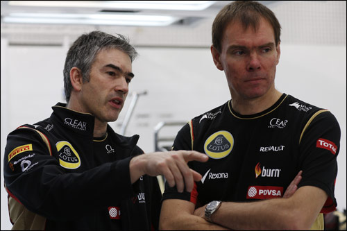 Ник Честер и Алан Пермейн (справа) на тестах в Бахрейне