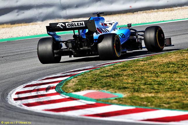 Роберт Кубица за рулём Williams FW42 на трассе в Барселоне