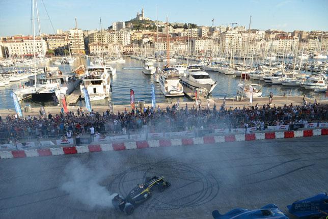 Франк Монтаньи за рулем Renault (фото с сайта Frequence Sud)